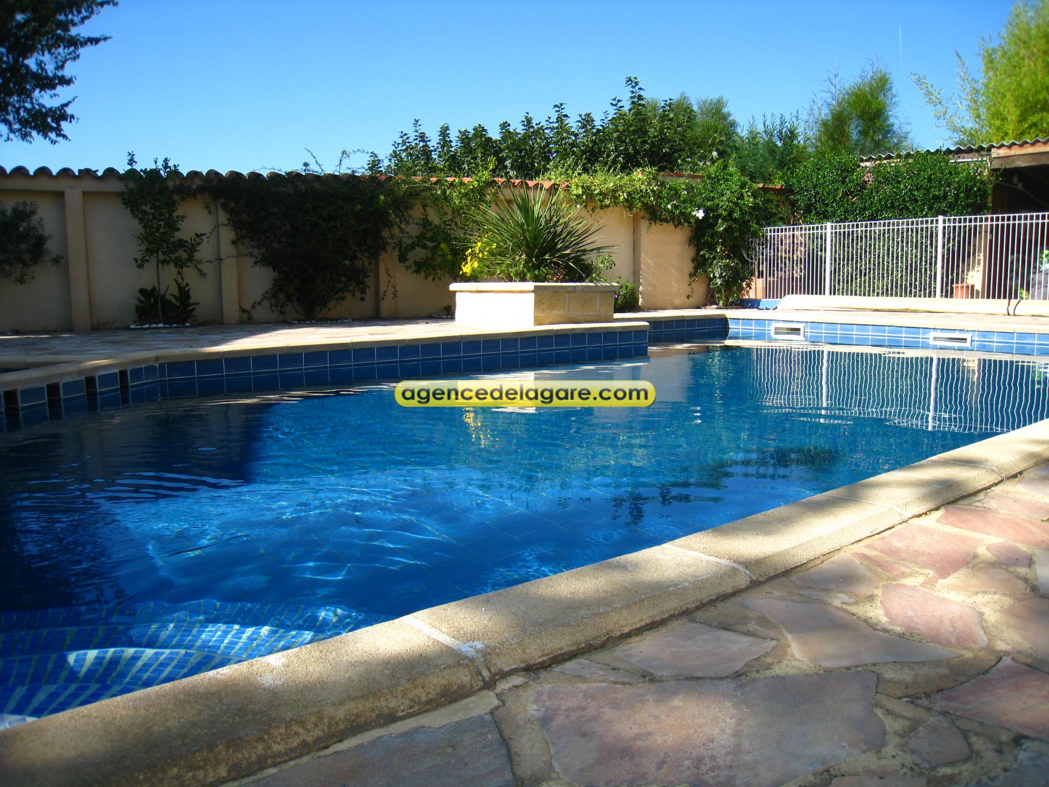 Vue piscine / www.agencedelagare.com