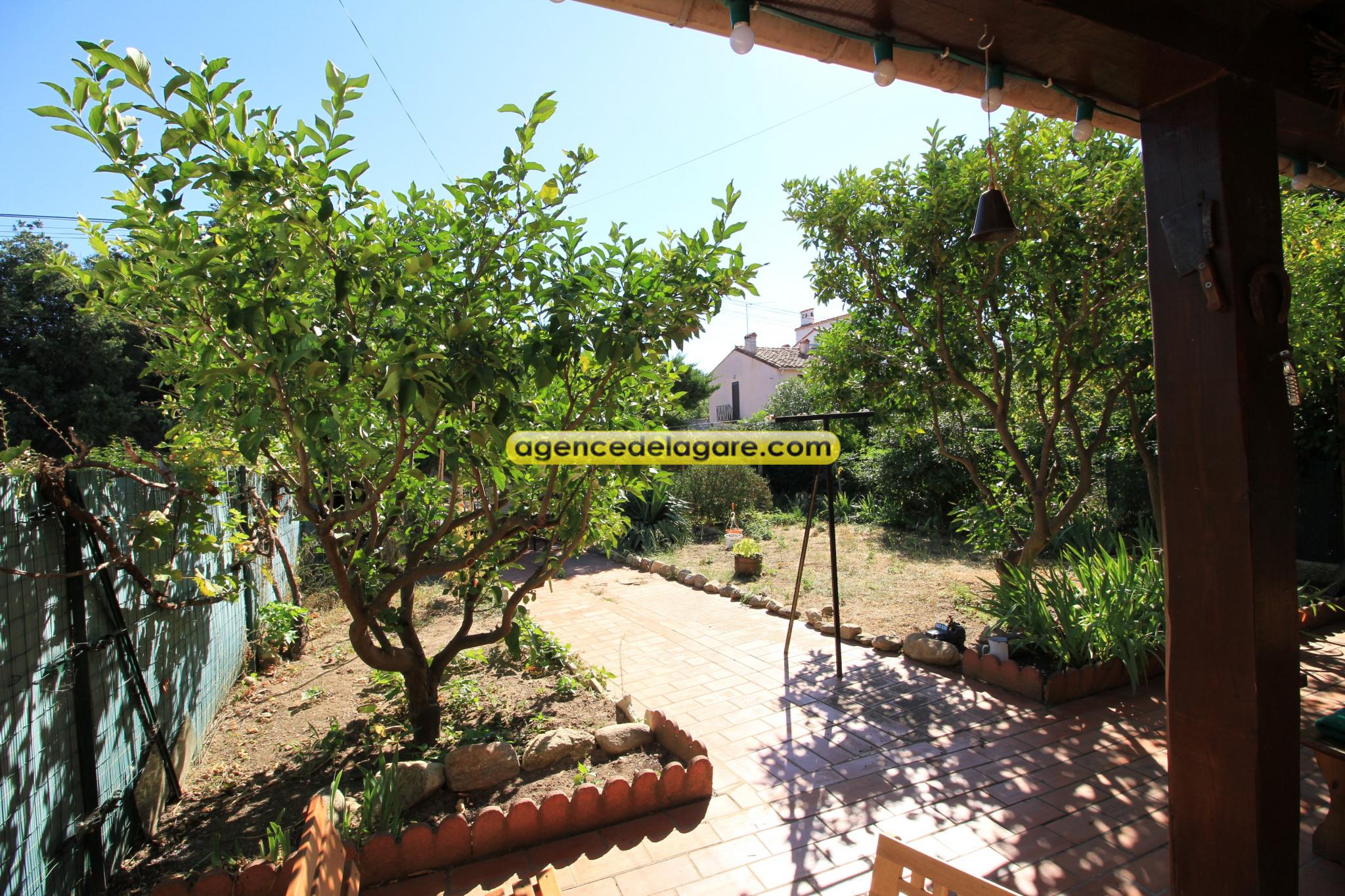 villa 2 faces Saint André / www.agencedelagare.com